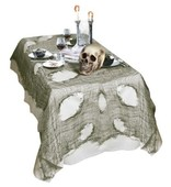 - Delikli Korkunç Yeşil Masa Örtüsü