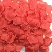 - Kırmızı Kumaş Gül Yaprakları